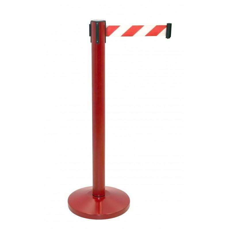 Poste rojo con cinta roja y blanca