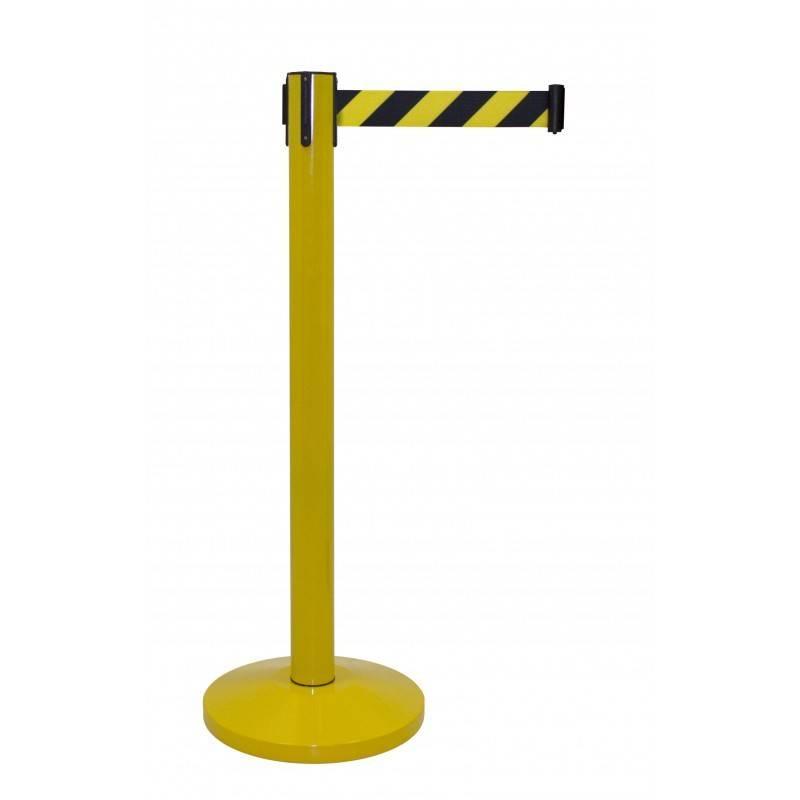Poste rojo con cinta amarillo y negro
