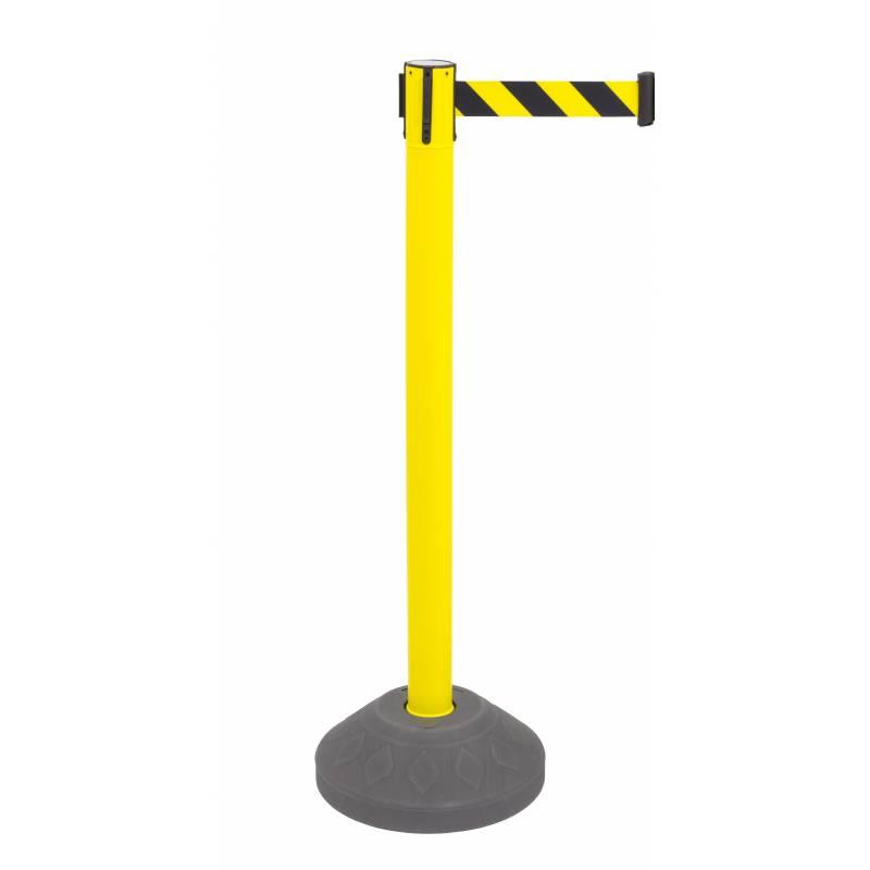 Poste amarillo con base rellenable, cinta amarilla y negro